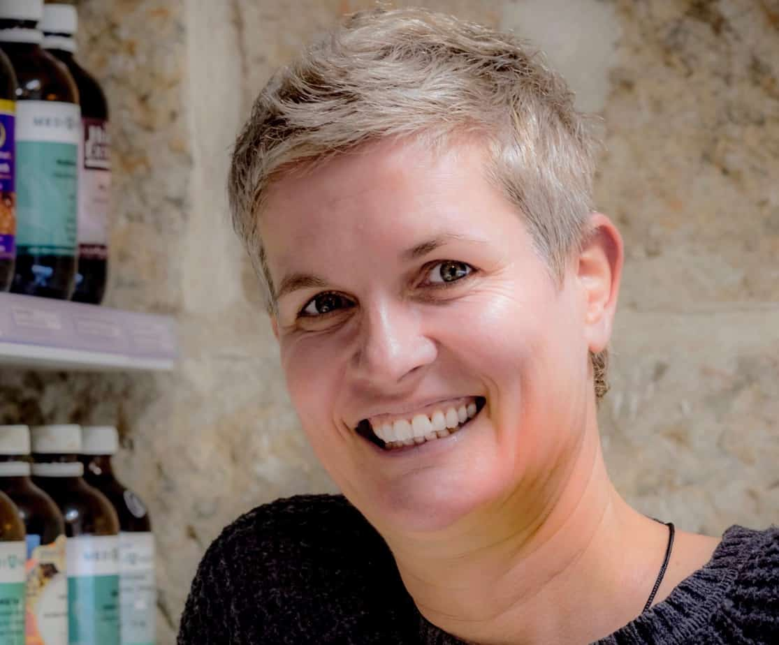 Daniela Osiander is an experienced sports therapist, naturopath and nutritionist. With more than 15 years of clinical experience, she now focuses exclusively on effective massage treatments for neck pain and headaches